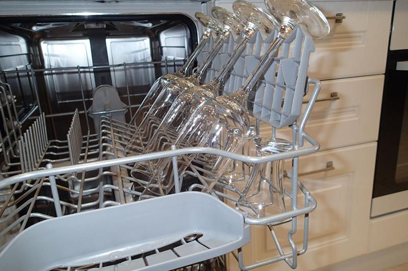Как правильно размещать посуду в посудомоечной машине